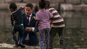 Photographer Darren Hatt captured the groom's rescue of a little boy who went into the river. (Hatt Photography/Facebook)