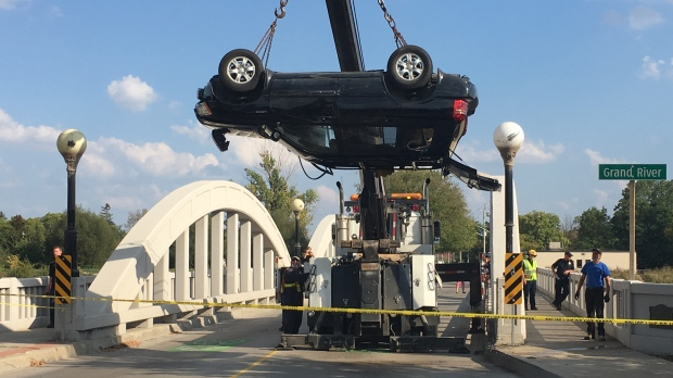 An SUV is removed from the Grand River following a two-vehicle collision near the Bridgeport Bridge. (Dan Lauckner / CTV Kitchener)
