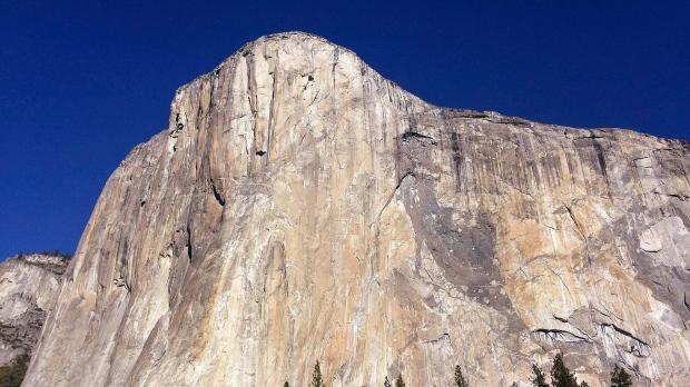 Yosemite rock fall shakes climbers