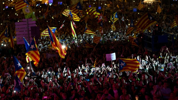 Hundreds Gather Near Spanish Embassy in Paris to Support Catalan Independence