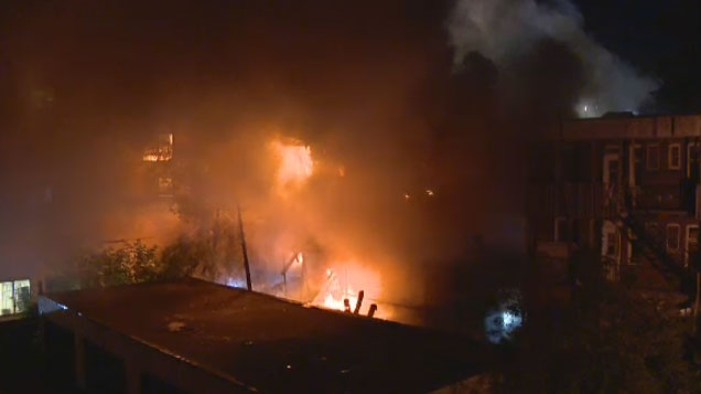 An early morning fire destroyed a building in Cote-Des-Neiges on Sunday.