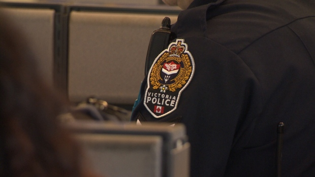 Newfoundland man arrested after threatening VicPD officer with pipe