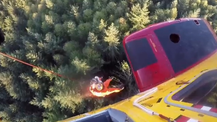 SAR technician Bryce Culver hoisted a man to safety using a long line following a helicopter crash that killed a woman. Oct. 1, 2017. (Comox 442 Search and Rescue)