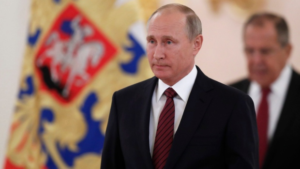 Russian President Signs 'Foreign Agents' Media Legislation