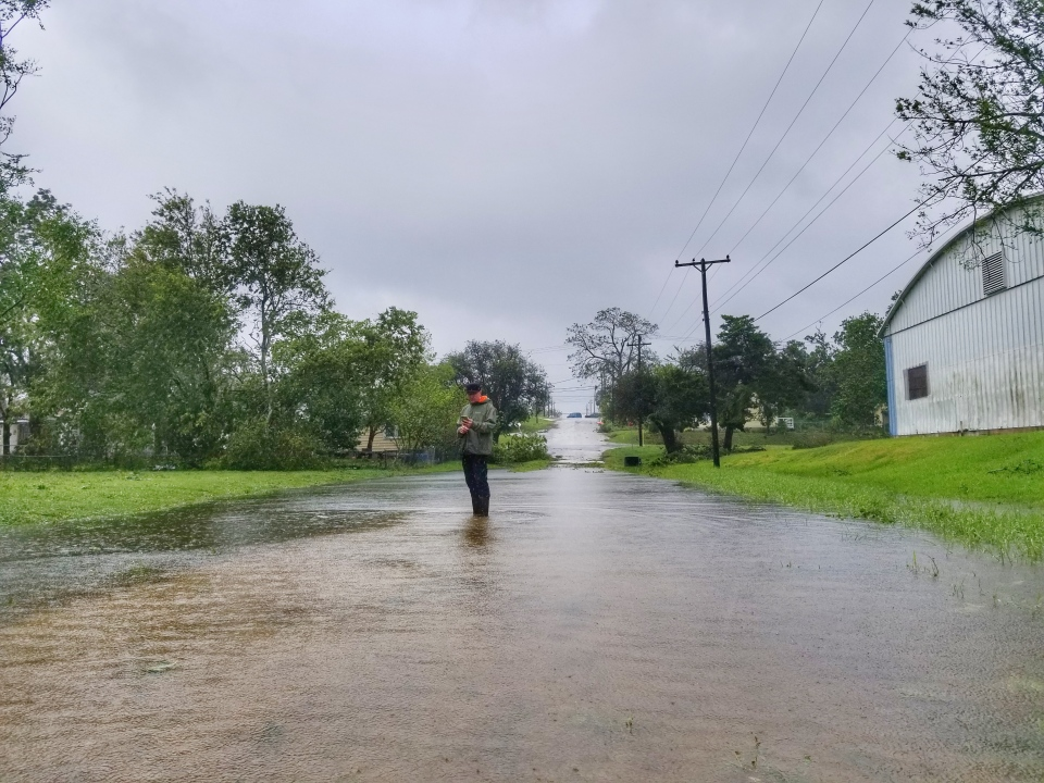 Kevin Newman walking through a street filled with water in Victoria, Texas after Hurricane Harvey (Paul Haber / W5)