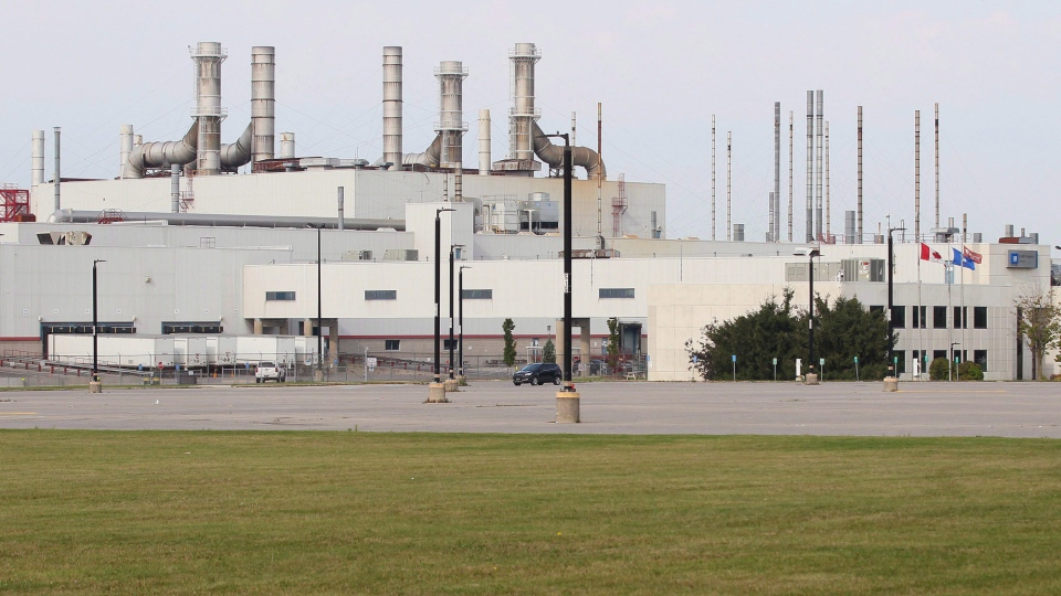 The GM CAMI assembly factory parking lot sits empty as employees walk the picket line in Ingersoll, Ont., on Monday, Sept. 18, 2017. General Motors and the union representing about 2,500 striking workers at the CAMI assembly plant in Ingersoll, Ont., are expected to resume talks today aimed at ending a strike that's into its fourth week. THE CANADIAN PRESS/Dave Chidley