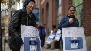 Members of The Ontario Public Service Employees Union (OPSEU) maintain a picket line outside George Brown College, in Toronto on Monday, October 16 , 2017. Faculty and Staff at 24 Ontario College faculty have gone on strike, canceling classes for more than 500,000 students. (THE CANADIAN PRESS/Chris Young)