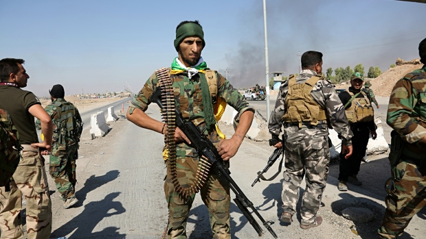 Iraqi soldiers push back Kurdish forces