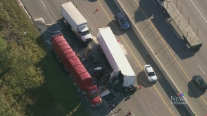 5-vehicle crash closes Highway 401 WB