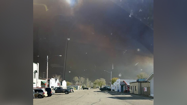 Smoke over the town of Burstall from a wildfire. (JACKIE PENNY)