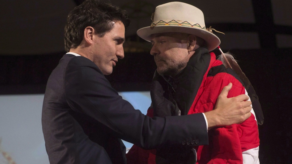 Prime Minister Justin Trudeau speaks with Gord Downie at the AFN Special Chiefs assembly in Gatineau, Que., on Dec. 6, 2016. (Adrian Wyld / THE CANADIAN PRESS)