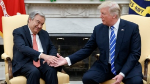 U.S. President Donald Trump shakes hands with UN Secretary General Antonio Guterres during a meeting in the Oval Office of the White House, Friday, Oct. 20, 2017, in Washington. (AP Photo/Evan Vucci)