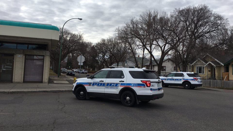 Police respond to a firearms incident in the 1100 block of Elphinstone Street on Monday, Oct. 23, 2017. (TAYLOR RATTRAY/CTV REGINA)