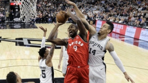 Toronto Raptors forward Serge Ibaka drives to the basket against San Antonio Spurs guard Danny Green as he tries to score during the first half of an NBA basketball game in San Antonio on Monday, Oct. 23, 2017. (AP / Eric Gay)