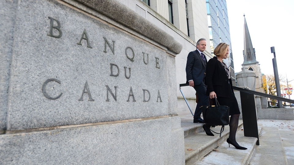 Governor of the Bank of Canada Stephen Poloz and Carolyn Wilkins, Senior Deputy Governor, make their way to the National Press Gallery in Ottawa on Wednesday, Oct. 25, 2017. (Sean Kilpatrick / THE CANADIAN PRESS)
