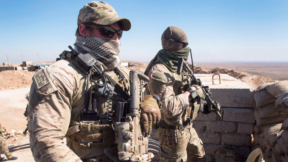 Canadian special forces look over a Peshmerga observation post, Monday, February 20, 2017 in northern Iraq. THE CANADIAN PRESS/Ryan Remiorz