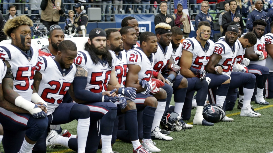 Houston Texans players kneel during the singing of the national anthem before an NFL football game against the Seattle Seahawks in Seattle, Sunday, Oct. 29, 2017. (AP / Elaine Thompson)