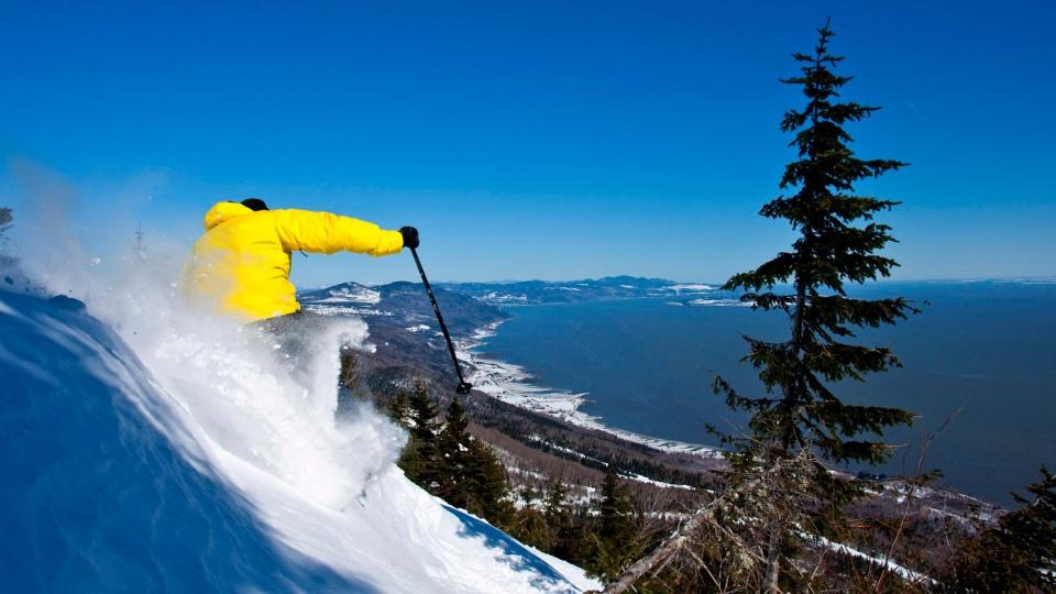 A skiier carves through powder on Le Massif de Charlevoix. (TOURISME QUEBEC / B.Gagnon - A.Poulin)