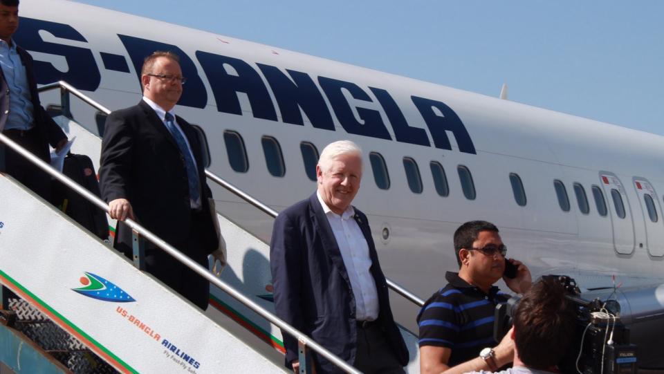 Canada's special envoy to Myanmar, Bob Rae, lands in Cox's Bazar, Bangladesh on Nov. 3. (Daniele Hamamdjian/Twitter)
