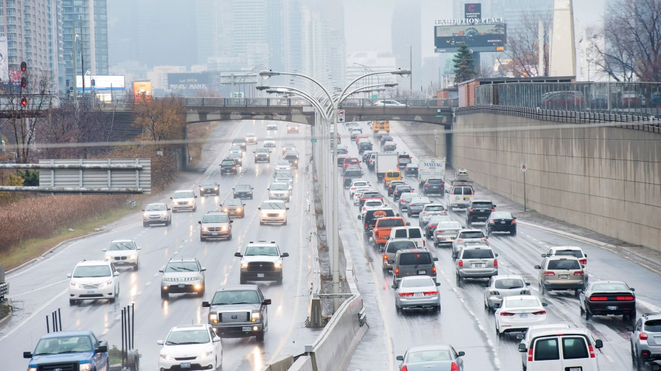 Vehicles makes their way into and out of downtown Toronto along the Gardiner Expressway in Toronto on Thursday, November 24, 2016.  THE CANADIAN PRESS/Nathan Denette