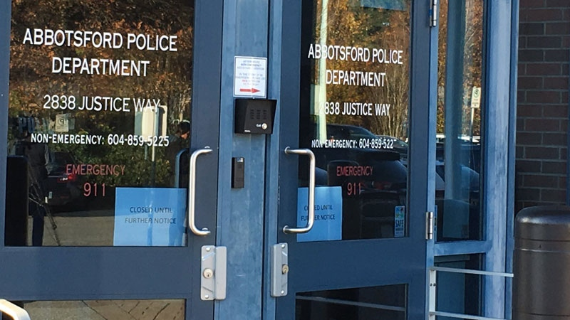 Signs posted to the doors of the Abbotsford Police Department on Monday, Nov. 6, 2017 show the building is 'closed until further notice.' (Michele Brunoro / CTV Vancouver)