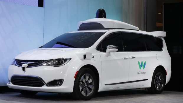 Chrysler Pacifica hybrid with Waymo's tech