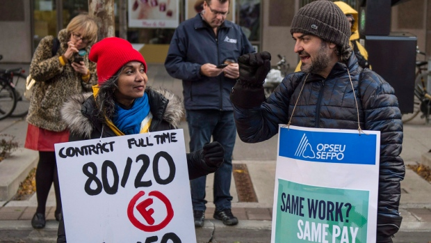 Striking college faculty rally in Toronto on Wednesday, Oct.25, 2017, calling on the province to send college administrators back to the bargaining table. THE CANADIAN PRESS/Thomas campean