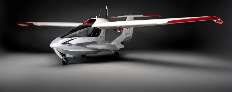 This image provided by ICON Aircraft shows an ICON A5. Roy Halladay was flying one of the tiny sport planes Tuesday, Nov. 7, 2017, when he fatally crashed into the Gulf of Mexico. (ICON Aircraft via AP)