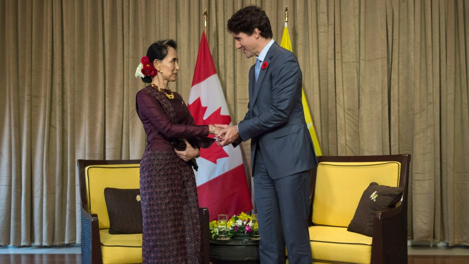 Canadian Prime Minister Justin Trudeau shakes hands with Myanmar leader Aung San Suu Kyi before a bilateral meeting at the APEC Summit in Danang, Vietnam on Nov. 10, 2017. (THE CANADIAN PRESS / Adrian Wyld)