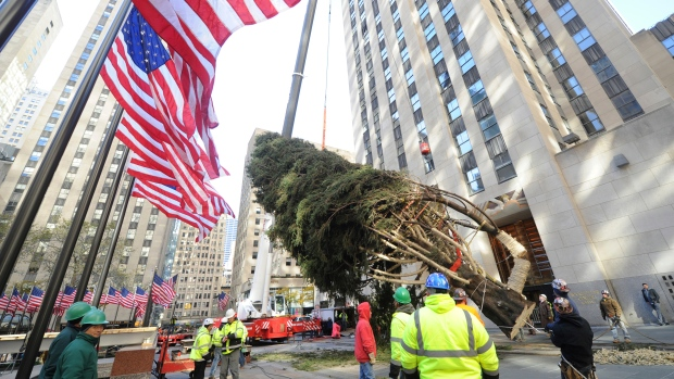 Camera Rockefeller Center : Rockefeller center christmas tree arrives in nyc lifestyle from