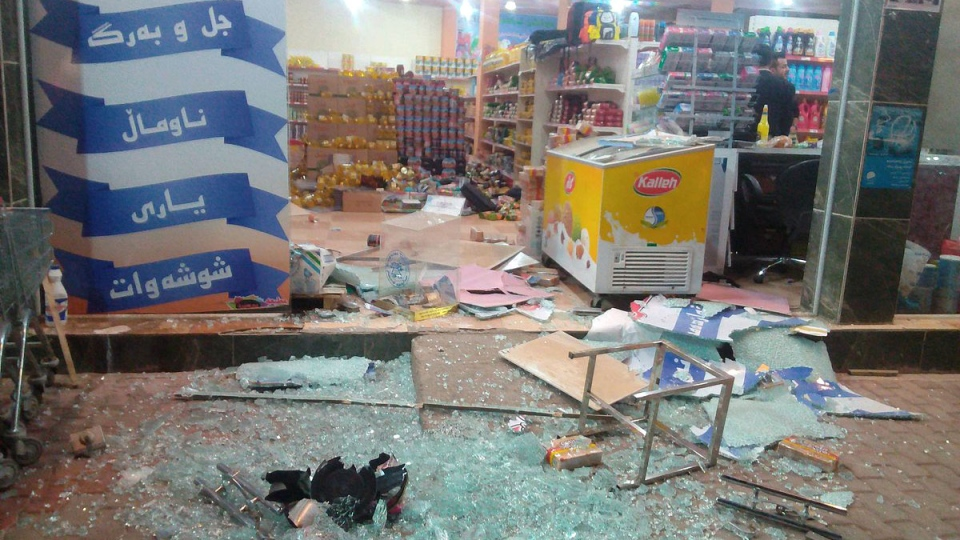 Damage from a 7.2 magnitude earthquake at a store in Halabja, Iraq.(Twitter/Rudaw English/Osama Golpy via Storyful)
