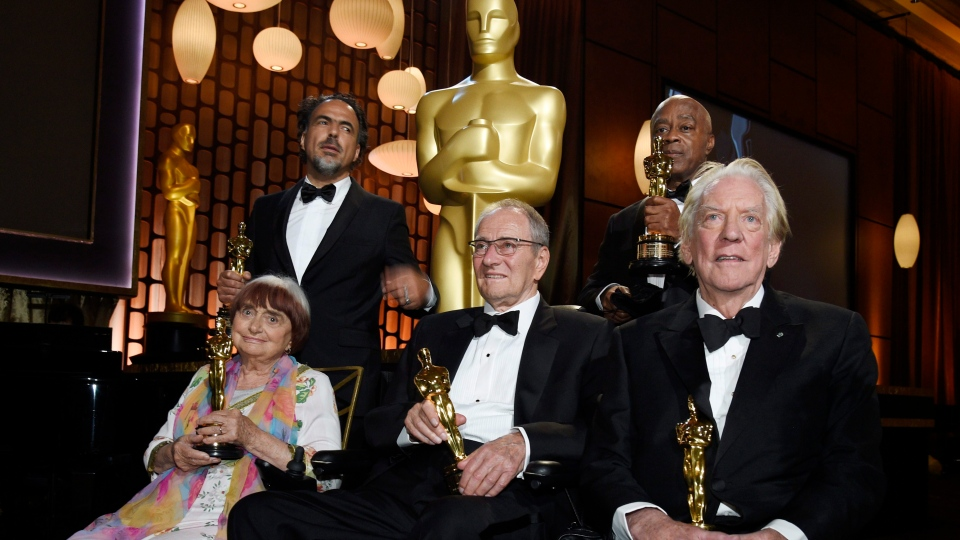Left to right, 2017 Governors Awards honorees Agnes Varda, Alejandro Gonzales Inarritu, Owen Roizman, Charles Burnett and Donald Sutherland pose with their Oscars following a ceremony at The Ray Dolby Ballroom on Saturday, Nov. 11, 2017, in Los Angeles. (Photo by Chris Pizzello/Invision/AP)