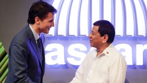 Prime Minister Justin Trudeau, left, talks to Philippine President Rodrigo Duterte before the opening ceremony of the 31st Association of Southeast Asian Nations (ASEAN) Summit in Manila, Philippines Monday, Nov. 13, 2017. (Mark Cristino/Pool Photo via AP)