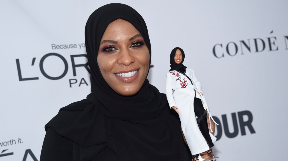Ibtihaj Muhammad holds a Barbie doll in her likeness at the 2017 Glamour Women of the Year Awards at Kings Theatre, in New York, on Monday, Nov. 13, 2017. (Photo by Evan Agostini/Invision/AP)