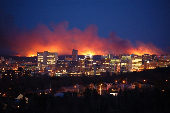 The Halifax brush fire is seen from Dartmouth, N.S. at approximately 9 p.m. AT, Thursday, April 30, 2009. (Deborah Sharpe / MyNews.CTV.ca)
