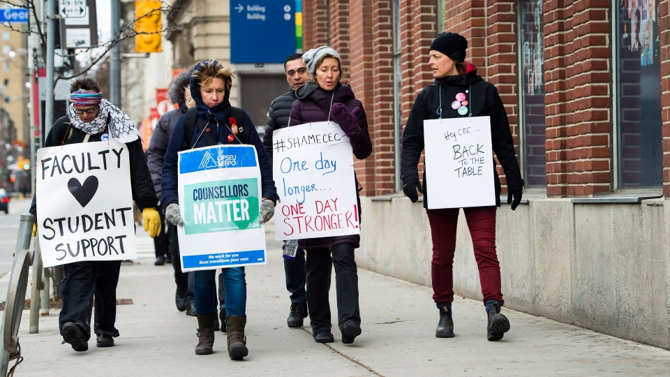 Teachers and faculty staff of the Ontario Public Service Employees Union walk the picket line at George Brown College in Toronto on Thursday, Nov. 16, 2017. (Nathan Denette / THE CANADIAN PRESS)