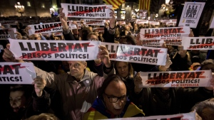 Protesters hold placards reading, in Catalan, 'freedom for political prisoners,' in Barcelona, Spain, on Nov. 16, 2017. (Emilio Morenatti / AP)