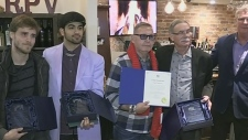Member from rock band Styx gives awards to youth