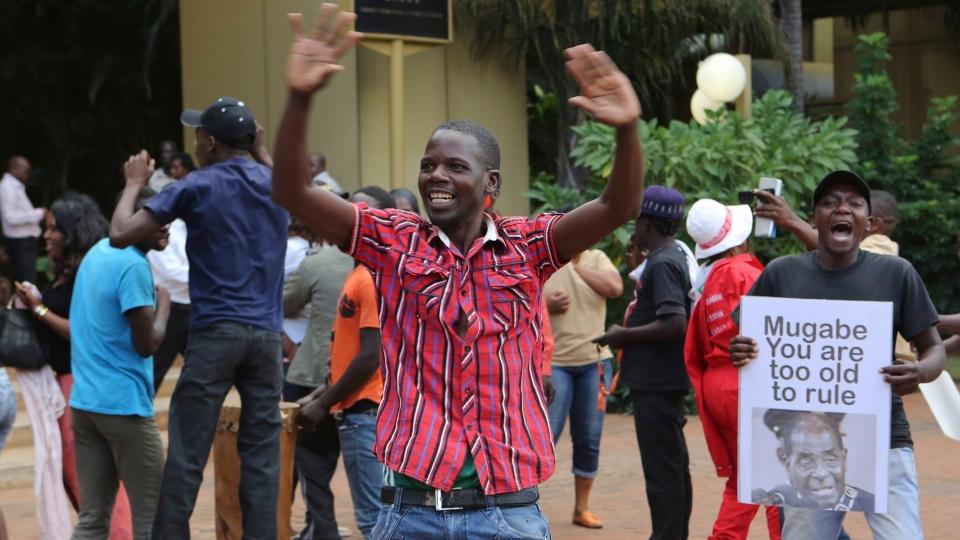 Zimbabweans celebrate in Harare, Tuesday, Nov, 21, 2017, after the resignation of President Robert Mugabe. (AP Photo/Tsvangirayi Mukwazhi)