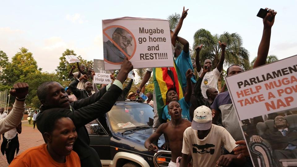 Zimbabweans celebrate in Harare, Tuesday, Nov, 21, 2017, after the resignation of President Robert Mugabe. (AP / Tsvangirayi Mukwazhi)