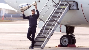 Toronto Argonauts quarterback Ricky Ray steps off a plane in Toronto holding the Grey Cup on Nov. 27, 2017. (Chris Young / THE CANADIAN PRESS)