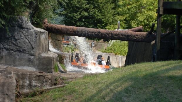 Water Ride At Theme Park Gave Man Eye-Eating Parasites, Lawsuit Claims