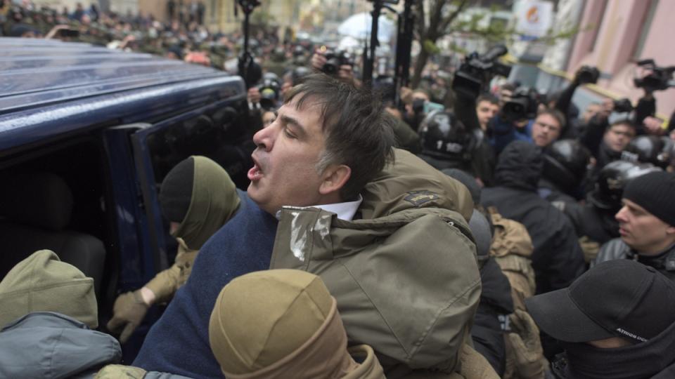 Ukrainian Security Service officers detain Mikheil Saakashvili at his house in Kyiv, on Dec. 5, 2017. (Evgeniy Maloletka / AP)