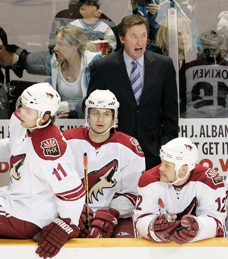 Phoenix Coyotes head coach Wayne Gretzky instructs his team against the San Jose Sharks during the first period of an NHL hockey game in San Jose, Calif. on Thursday, Jan. 29, 2009. (AP / Marcio Jose Sanchez)