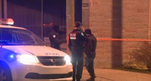 A 31-year-old woman was stabbed while walking on De Grosbois St. in Mercier-Hochelaga-Maisonneuve on Saturday morning.