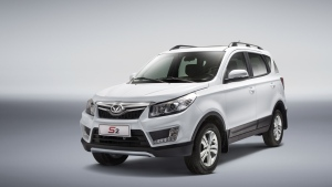 Beijing Automotive Group Co (BAIC) chairman Xu Heyi said over the weekend the company will phase out sales of conventional cars in Beijing by 2020 and nationwide by 2025, according to the official Xinhua news agency. (BAIC)