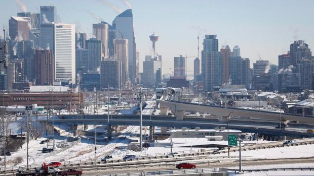 Highway traffic moves through Calgary, Alta., on Wednesday, Feb. 8, 2017. (THE CANADIAN PRESS / Jeff McIntosh)