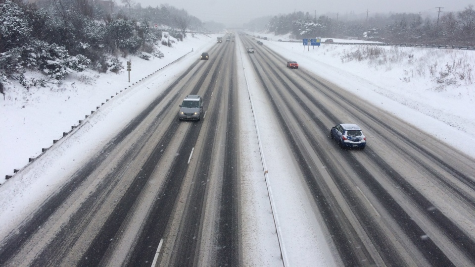 Vehicles travel along a stretch of Highway 400. (Rob Cooper/ CTV Barrie)