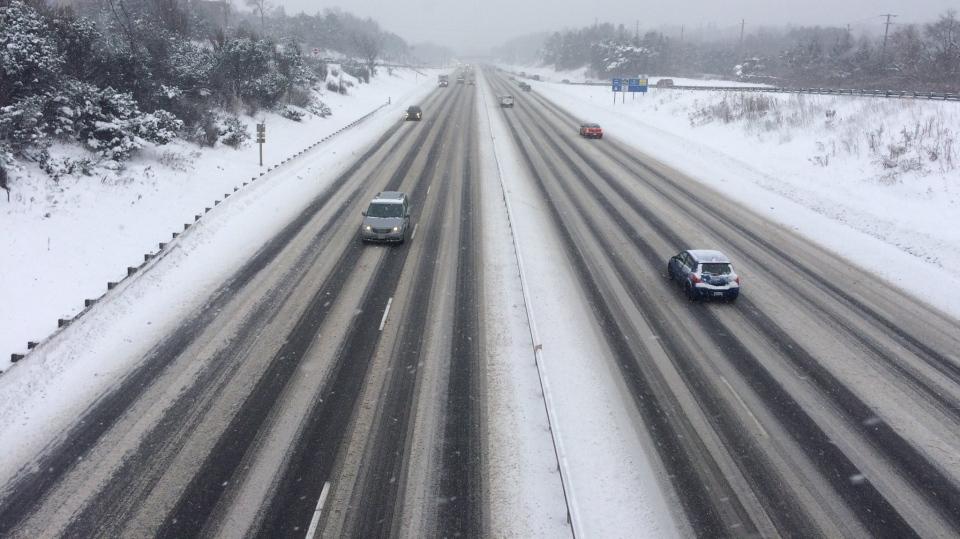 Snow on Hwy. 400