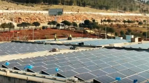 Work being done on a solar-powered hospital in Syria. (UOSSM/YouTube)